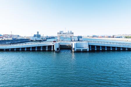 西側水門の写真